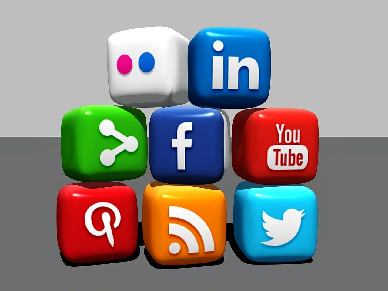 réseaux sociaux, Facebook, Instagram, Pinterest, construire business